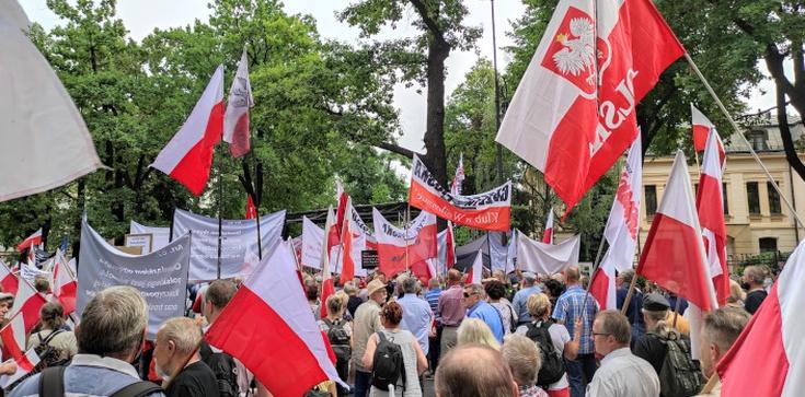 [NA ŻYWO] Polacy stają w obronie polskiej suwerenności! #PoStroniePolski - zdjęcie