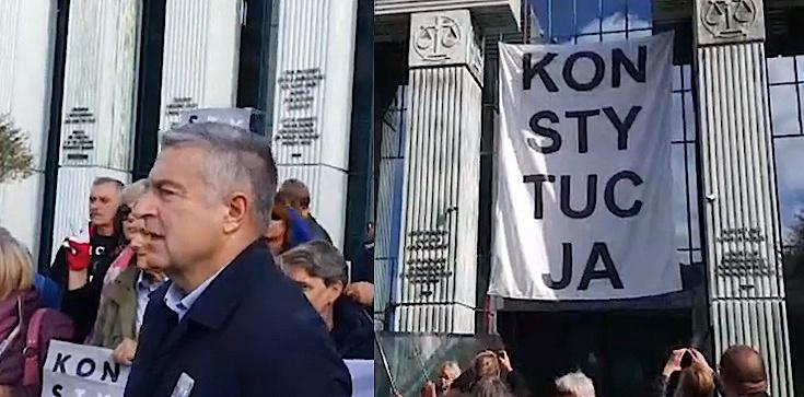Skandal! Banner ,,Obywateli RP'' na Sądzie Najwyższym. Wygląda na to, że mieli zgodę... Na konferencji Kasprzak i Frasyniuk! - zdjęcie