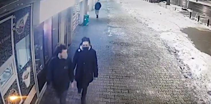 Dewastacja kościoła w Warszawie. Policja publikuje nagranie  - zdjęcie