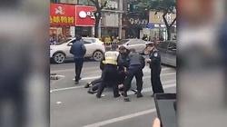 Dramat w Chinach. Nożownik porwał autobus i zabił 5 osób - miniaturka