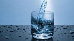 SZOK! Pijąc wodę wszyscy trujemy się plastikiem - miniaturka
