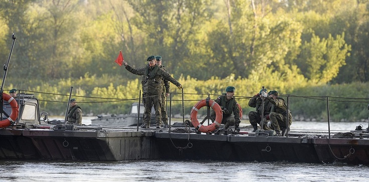 Wojsko i Wody Polskie budują nowa przeprawę mostową, Trzaskowski niezadowolony - zdjęcie