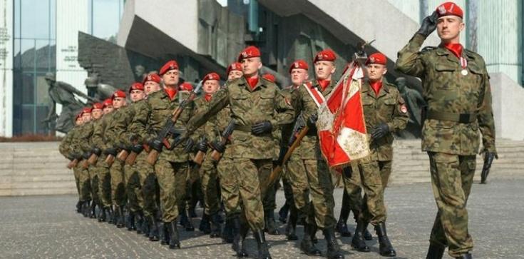 Dekomunizacja wojska. MON oczyści armię z czerwonych patronów - zdjęcie