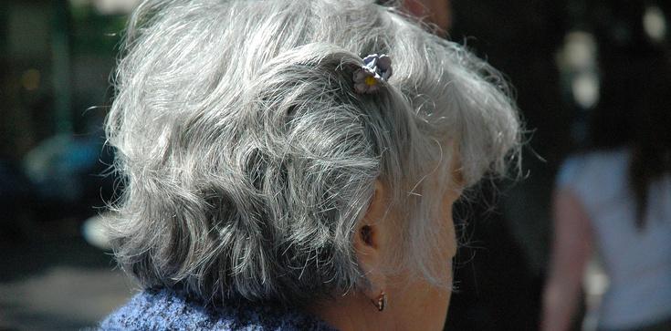 Masz siwe włosy? To może być oznaka choroby! - zdjęcie