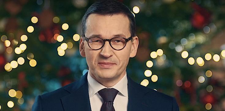 Premier Morawiecki składa życzenia Polakom: Zasiądźmy do wigilijnej kolacji pogodzeni ze sobą - zdjęcie