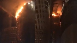 Warszawa: Budowany wieżowiec Warsaw Hub stanął w ogniu! Walka trwała całą noc - miniaturka