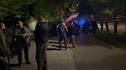 Trwa pandemia, a przed KPRM protest. Wszystkich zatrzymała policja - miniaturka