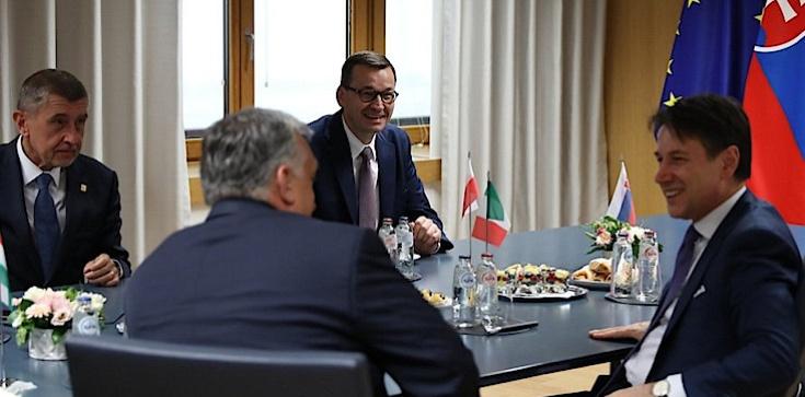 PILNE! Kandydatura Timmermansa ,,nierealna'' dzięki premierowi Morawieckiemu i V4! ,,Tusk miał kwaśną minę'' - zdjęcie