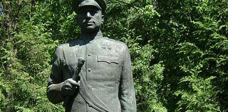 Rosjanie domagają się ochrony pomników stalinowskich okupantów Polski  - zdjęcie