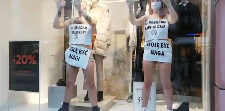 Walka z konsumpcjonizmem? Półnagie kobiety przykleiły się do witryny sklepu  - zdjęcie