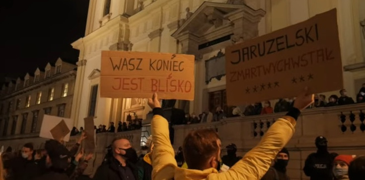 Miarka się przebrała. Akcja Demokracja pozwana przez Zrzutkę.pl  - zdjęcie