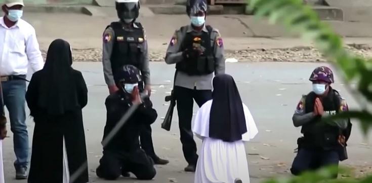 [Wideo] ,,Zabijcie mnie, ale nie ludzi'' – tak klęcząca zakonnica powstrzymała w Birmie policję - zdjęcie