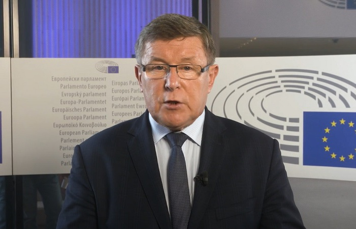 TYLKO U NAS. Zbigniew Kuźmiuk: Zanegowano kompromis wypracowany przez kanclerz Merkel - zdjęcie