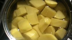 Woda z gotowanych ziemniaków rozpuszcza kamienie nerkowe i … w czajniku! - miniaturka