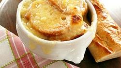 Zupa cebulowa z grzankami rozgrzeje nawet w najmroźniejszy dzień - miniaturka