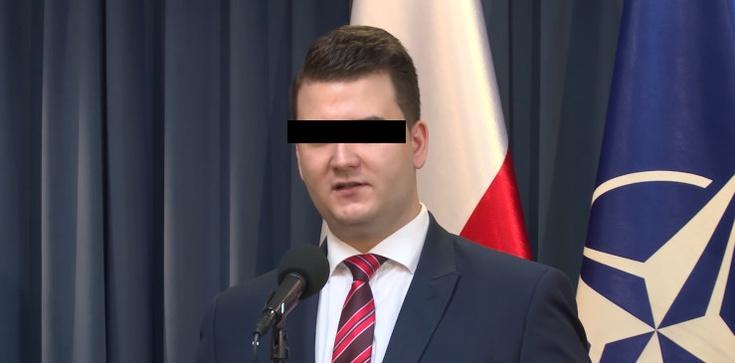 Bartłomiej M. z aktem oskarżenia! Chodzi o sprzedaż wódki ,,Misiewiczówka'' - zdjęcie