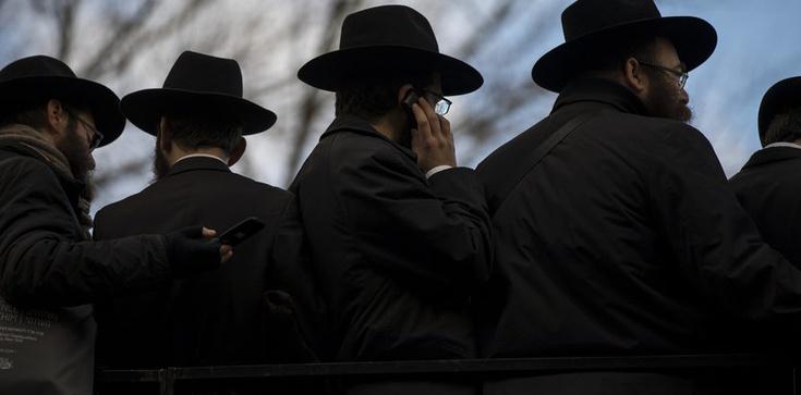 Grupa Żydów protestuje przeciwko Kościołowi w Auschwitz - zdjęcie