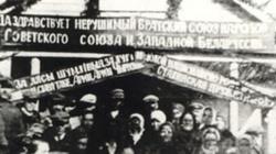 W 1939 Żydzi bimbrem i chlebem witali Sowietów - miniaturka