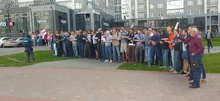Łukaszenka ściąga wojsko na dzisiejszy protest - miniaturka