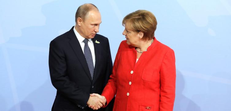 Polakowi bliższy Rosjanin czy Niemiec? Sondaż - miniaturka