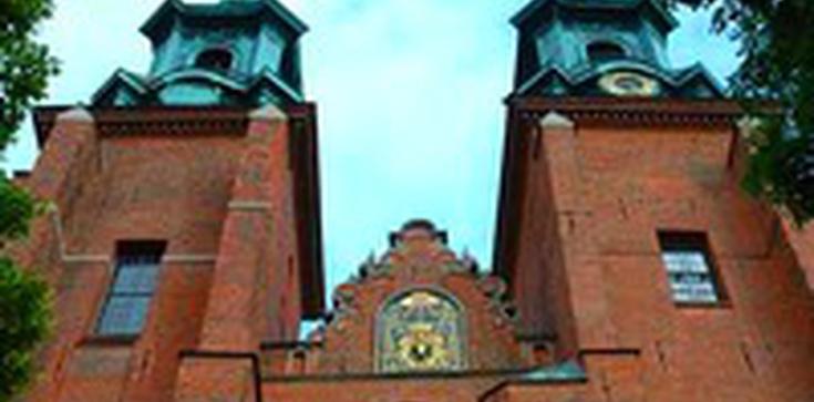 Ks. Przybylski dla Fronda.pl: Piorun uderzył w gnieźnieńską katedrę podczas Mszy świętej - zdjęcie