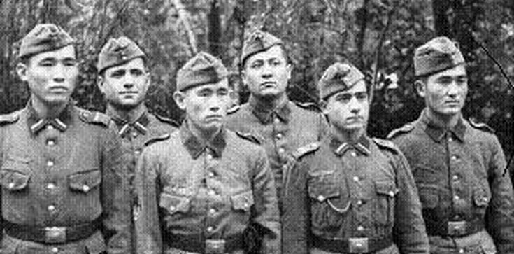 Przysięgając na Allacha walczyli po stronie faszystów - zdjęcie