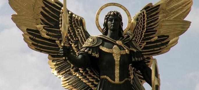 Figura Michała Archanioła na Lackiej Bramie w Kijowie ( Pl.Niepodległości)